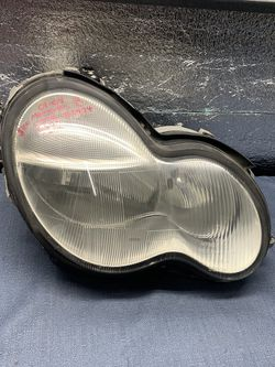 2001 2002 2003 2004 Mercedes C230 C240 headlight head light for Sale in Rancho Cucamonga,  CA