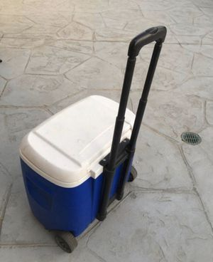 Igloo cooler with 2 wheel $28 for Sale in Burbank, CA