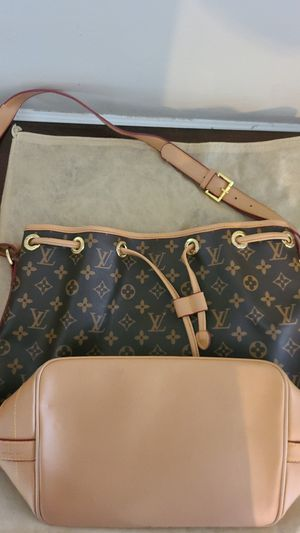 Louis Vuitton purse for Sale in MIDDLEBRG HTS, OH