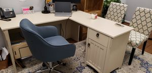 L-shaped desk for Sale in Alexandria, VA