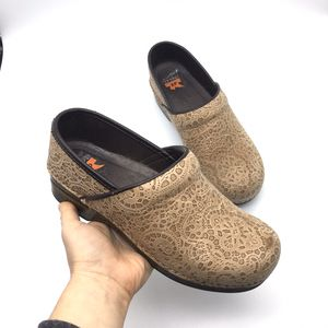 Dansko XP Tan Mosaic Print Clogs for Sale in Battle Ground, WA