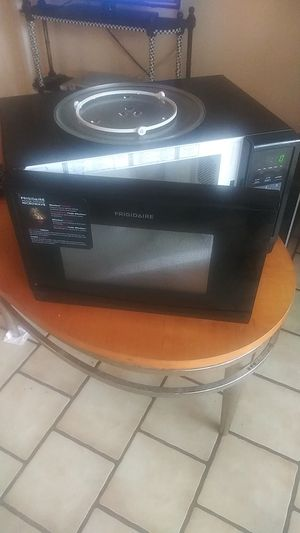 Frigidaire Household Microwave. for Sale in Pompano Beach, FL