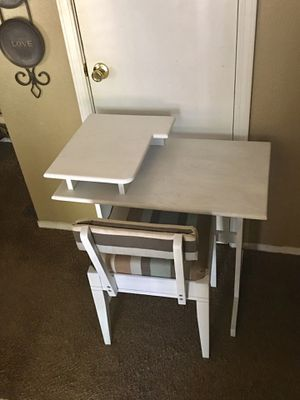 Small desk with storage chair for Sale in Fresno, CA