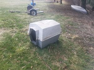 Free doghouse, crack on top for Sale in Waynesburg, OH