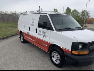 2004 Chevy Express Cargo Van 8 cylinder for Sale in Suitland, MD