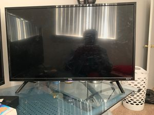 TCL flat screen with roku tv for Sale in Mount Pleasant, MI