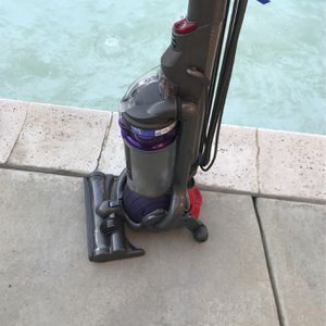 Dyson ball DC25 Upright bagless vacuum cleaner. Purple. for Sale in Highland, CA