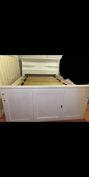 Bed set/dresser(s). SERIOUS BUYERS ONLY for Sale in Glendale, AZ
