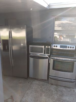 BEAUTIFUL STAINLESS STEEL KITCHEN APPLIANCES PRICE FIRM for Sale in Lake Park, FL