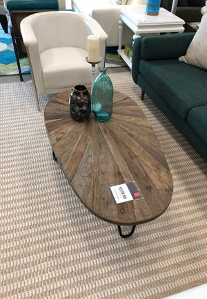 Leveni Cocktail/Coffee table for Sale in Pompano Beach, FL