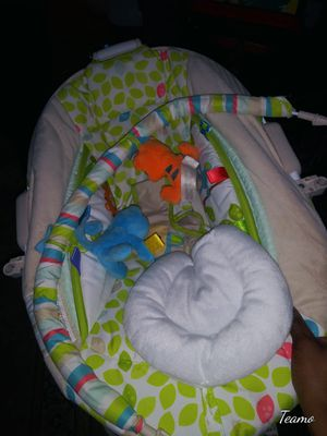 Baby swing and sitting seat for Sale in Cedar Hill, TX