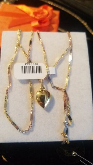 chain for women in 3 gold 14k measures 20 inches long Includes heart ( Oro 100% real Garantizado Italiano de 14k) for Sale in Manassas Park, VA
