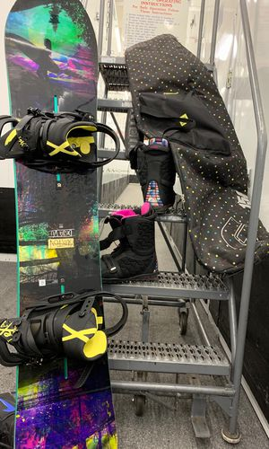 Woman's Burton Snowboarding Full Set up Bindings , Boots Board & Bag for Sale in New York, NY
