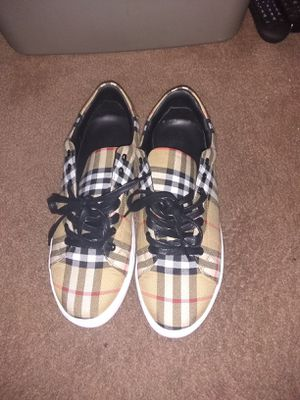 BURBERRY SHOES MEN SIZE 9.5 for Sale in Vacaville, CA