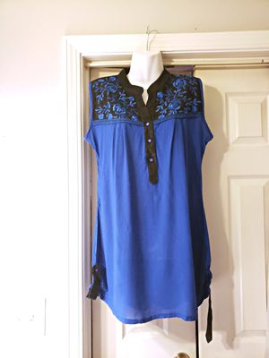 FAIRLY NEW BLUE AND BLACK DRESS PLUS SIZE WITH FLOWERS SIZE XXL for Sale in Nashville, TN
