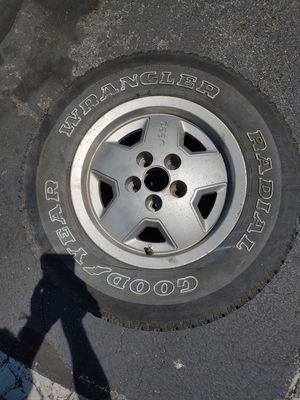 Jeep When and Tire 225/75/15 for Sale in Silver Spring, MD
