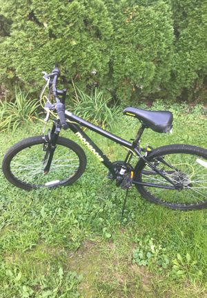 Mongoose mountain 24inch bike for Sale in Cleveland, OH