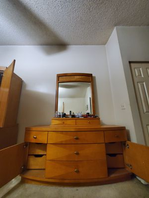 Dresser with detachable Mirror for Sale in Lake Worth, FL