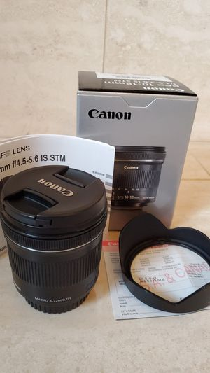 Canon EFS 10-18mm f/4.5-5.6 IS STM Lens and Hood for Sale in Redmond, WA