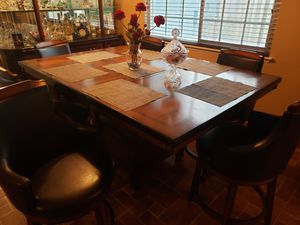 Dining wood table for Sale in Moreno Valley, CA