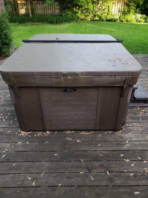 Viking spas hot tub, 2 years old! for Sale in Downers Grove, IL