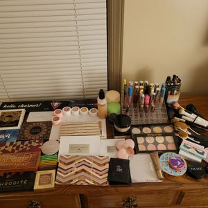 Huge Makeup Lot!! for Sale in Englewood, CO