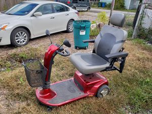 Golden tech gc340 3 wheel scooter for Sale in Hammond, IN