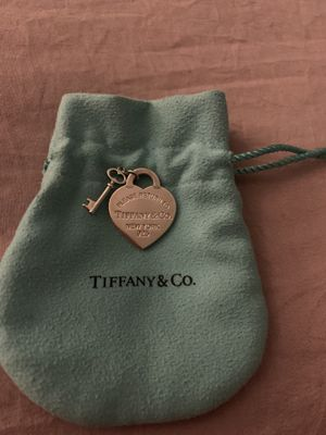 Tiffany & Co. Heart and key pendant for Sale in Lakewood, CA