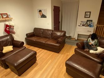 Leather Couch & Matching Chairs & Ottomans for Sale in Tukwila,  WA