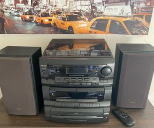 TEAC Lp and stereo system cassette and 3 disc player for Sale in Portland, OR