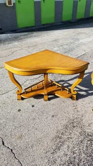 """Vintage Real Solid Wood Matching Corner End Tables that are in excellent condition! Dimensions: 42""""L x 30""""W x 23""""H for Sale in Boca Raton, FL"""