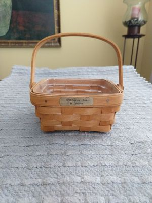 Longaberger 1993 small berry basket signed by 3 family members for Sale in Menifee, CA