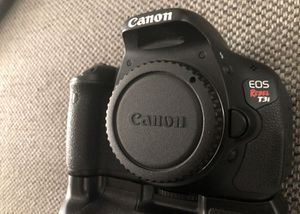 Canon t3i body with battery grip + 2 batteries for Sale in San Diego, CA