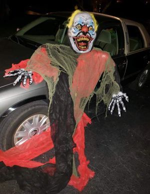 Scary Halloween Clown Decoration for Sale in Downers Grove, IL