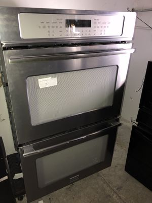 FRIGIDAIRE PROFESSIONAL STAINLESS STEEL ELECTRIC WALL DOUBLE OVEN WITH CONV MODES & SELF CLEAN for Sale in San Diego, CA