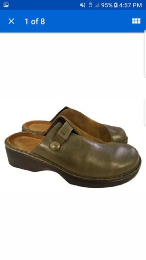 Naot woman shoes clogs mules brown size 40/9 for Sale in Las Vegas, NV