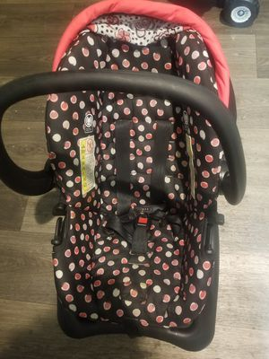 Baby girl car seat for Sale in Indianapolis, IN