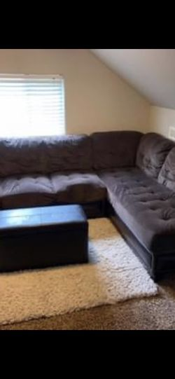 Sectional Very Used Couch for Sale in Newberg,  OR