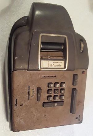 Antique Calculator For Parts Repair or Display for Sale in Pembroke Park, FL