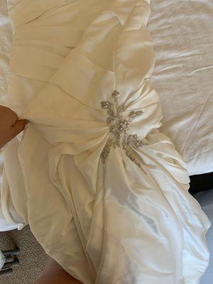 Beautiful wedding dress sz 10 with veil for Sale in Tacoma, WA