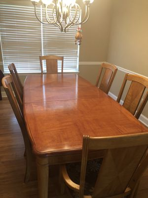 Dining room table with 6 chairs for Sale in Medina, OH