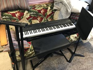 Alesis QS8 Synthesizer with the works for Sale in Manhattan Beach, CA