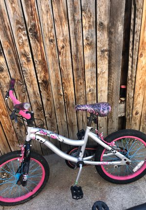 Monster high bike works perfectly fine my granddaughter only used it one time and she then she grew out of it for Sale in Salt Lake City, UT