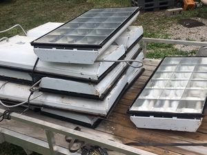 Shop lights 20 a piece 12 total make me an offer they gotta go! for Sale in New Lebanon, IN