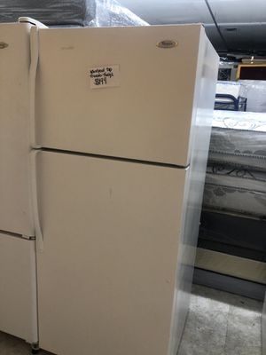 Whirlpool top freezer fridge in excellent condition for Sale in Beltsville, MD