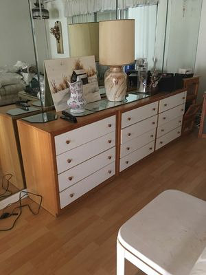 Two night stand and dress no mirror for Sale in West Palm Beach, FL