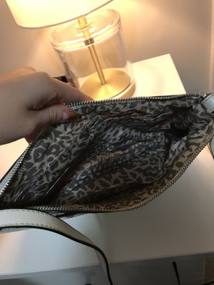 GUESS CROSSBODY WOMEN'S PURSE for Sale in Silver Spring, MD