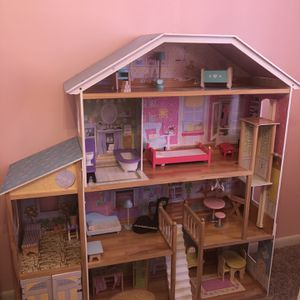 Doll House for Sale in Hialeah, FL