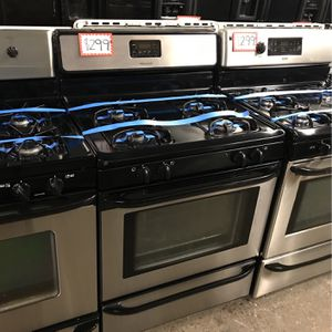 FRIGIDAIRE STAINLESS STEEL GAS STOVE IN EXCELLENT CONDITION for Sale in Baltimore, MD