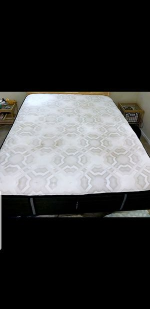 Excellent Queen Sealy Posturepedic Mattress / Boxspring / Metal Bed Frame for Sale in Renton, WA